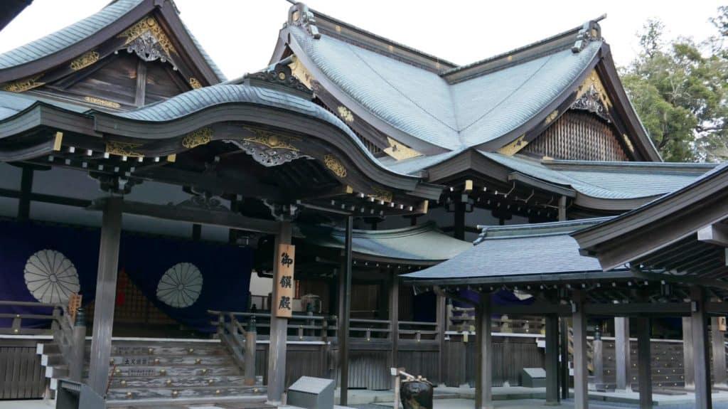 Kagura-den (open to public for prayers to kami of Naiku)