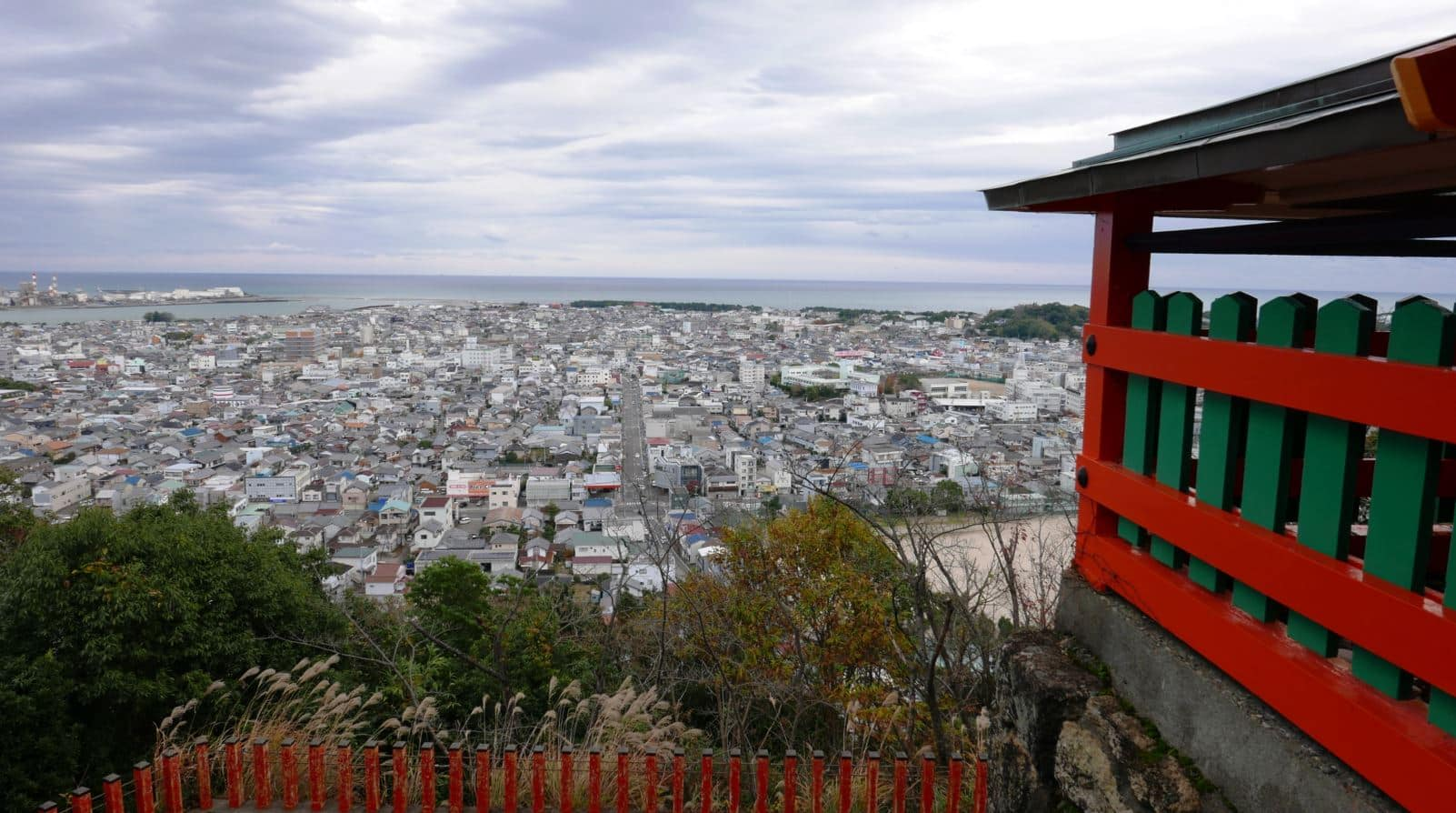 Panoramic view of Shingu from Kamikura Shrine