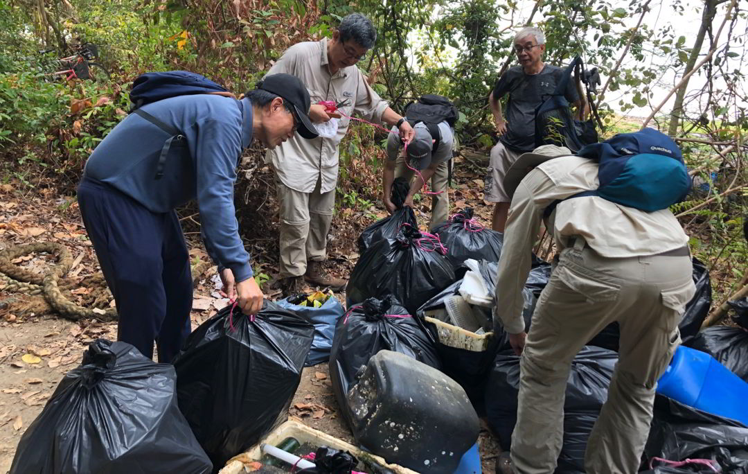 Bagging, tying, and weighing the trash before disposal
