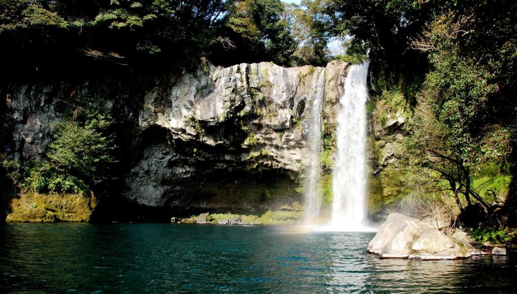 Cheonjiyeon_Waterfall
