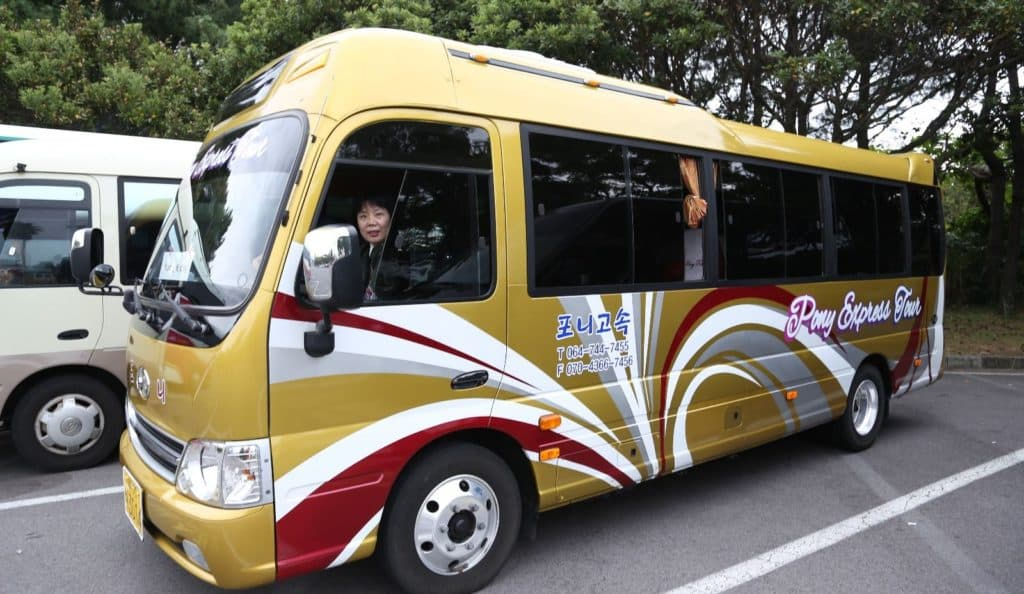 20-seater bus with driver from korealimo.com