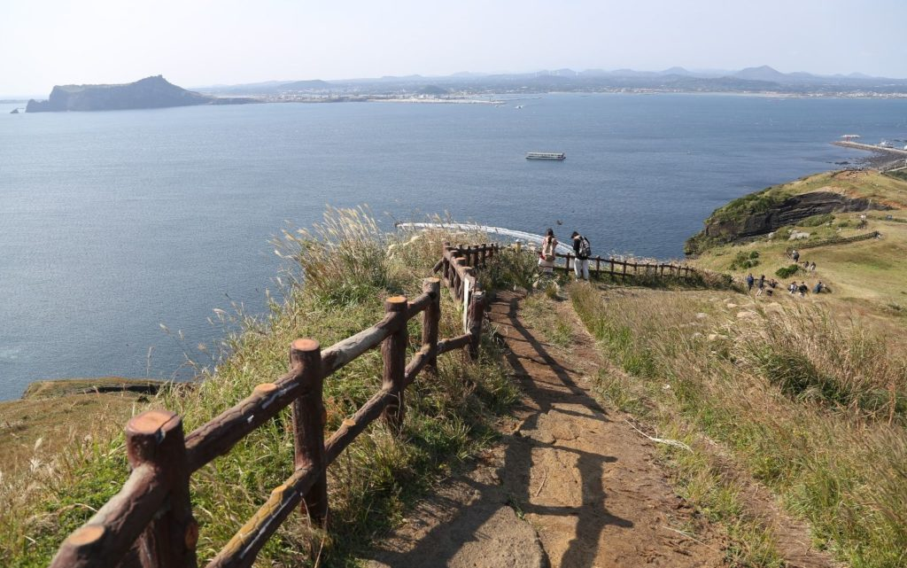 lighthouse-udo-Ji-Du-Cheong-Sa